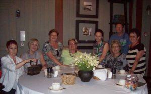 Regina Kremin (Mitte) mit Gästen der Veranstaltung